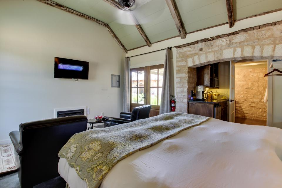 Wine Country Cottages on Main- Full Property - Fredericksburg Vacation Rental - Photo 59