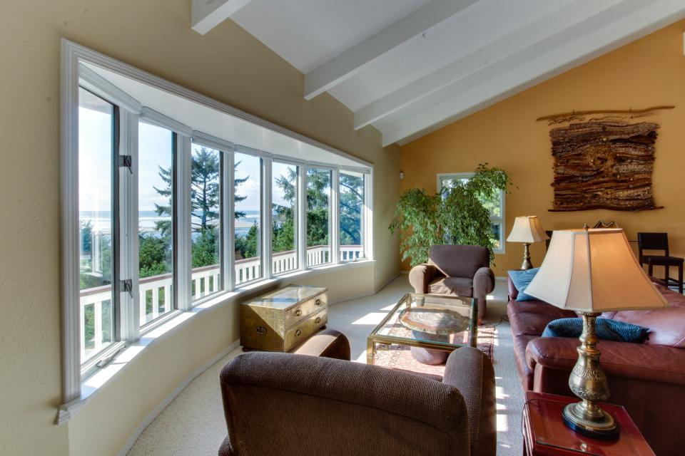 Hidden Luxury Beachfront Estate - Yachats - Take a Virtual Tour