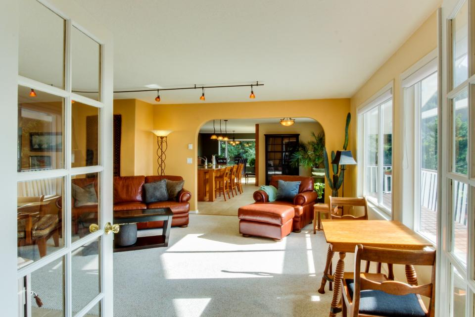 Hidden Luxury Beachfront Estate - Yachats Vacation Rental - Photo 8
