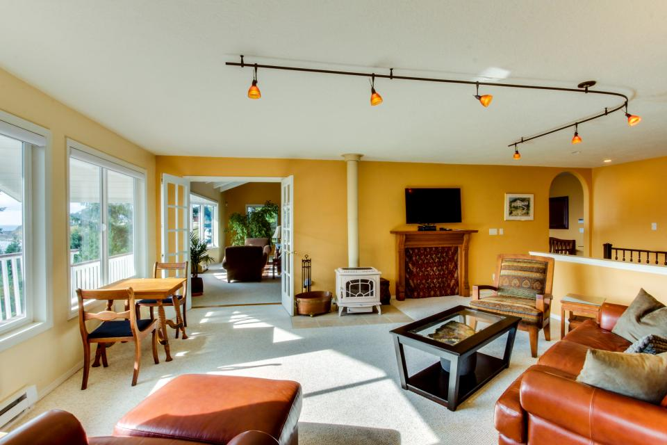 Hidden Luxury Beachfront Estate - Yachats Vacation Rental - Photo 7