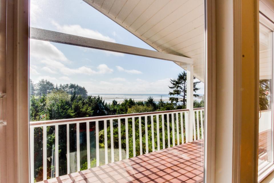 Hidden Luxury Beachfront Estate - Yachats Vacation Rental - Photo 3