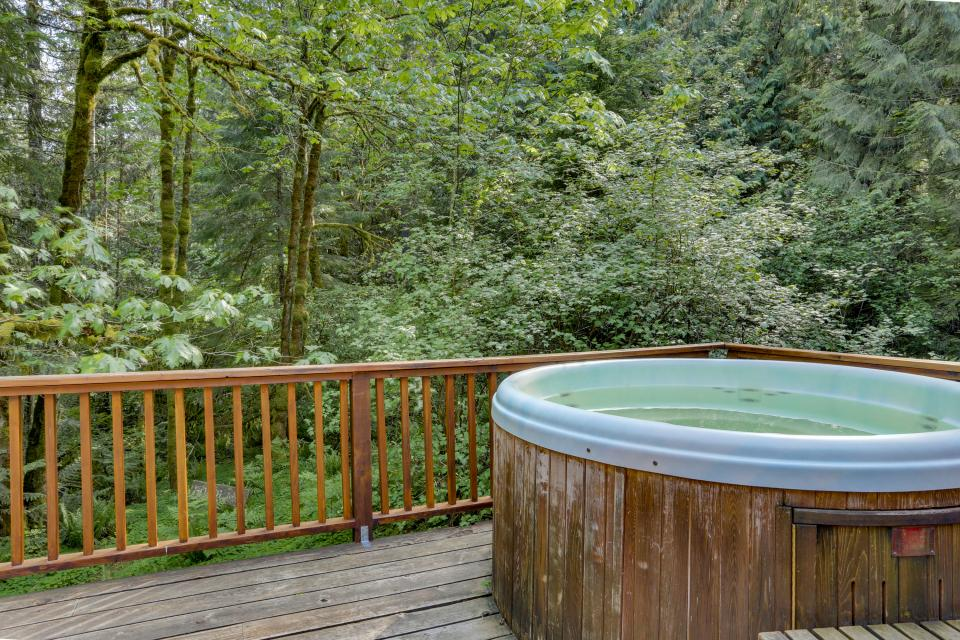 Barlow Creekside Lodge - Rhododendron Vacation Rental - Photo 3