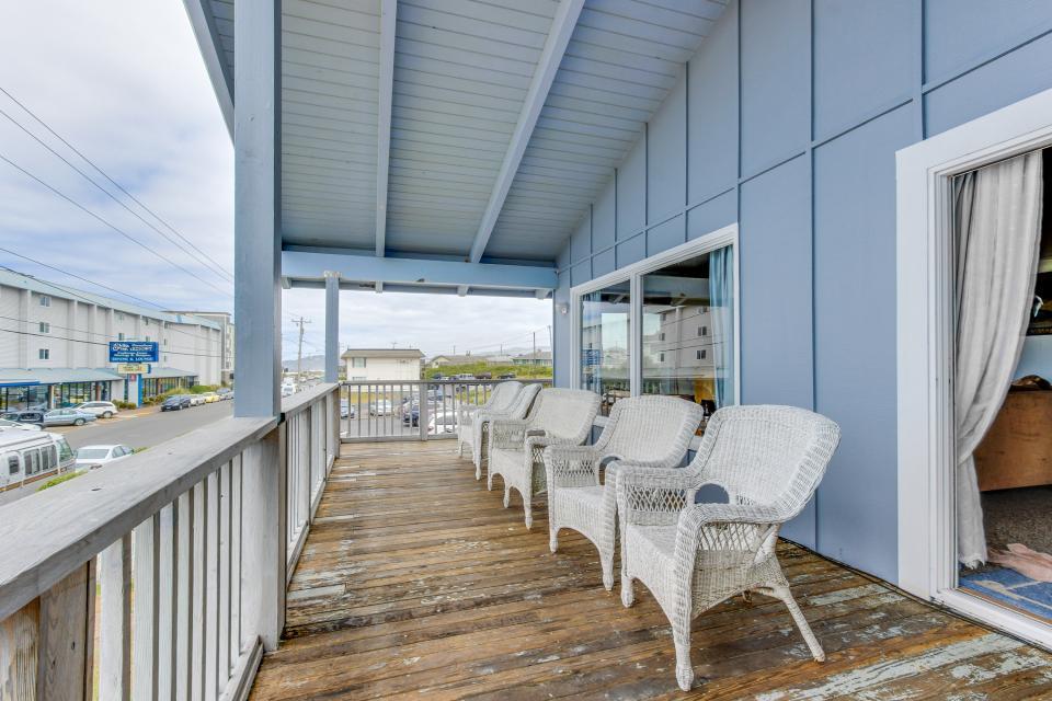 Beach Retreat - Newport Vacation Rental - Photo 27