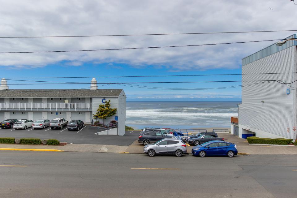 Beach Retreat - Newport Vacation Rental - Photo 29