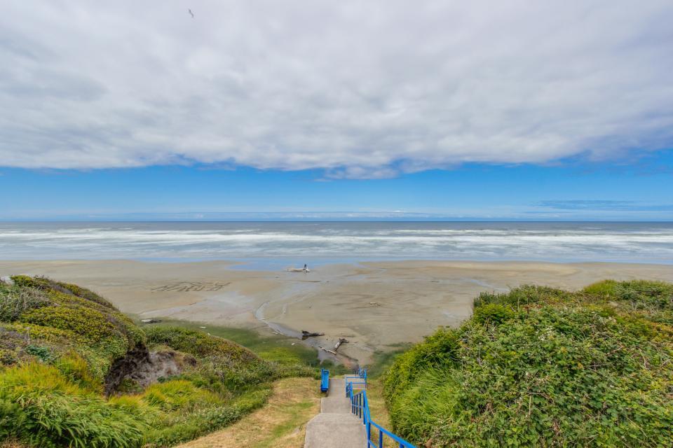 Beach Retreat - Newport Vacation Rental - Photo 30