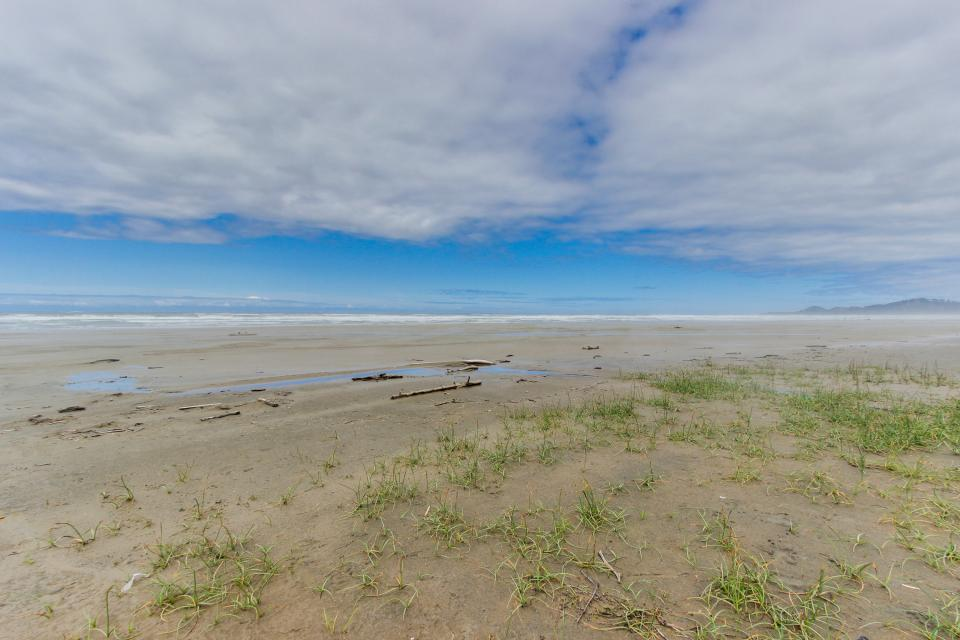 Beach Retreat - Newport Vacation Rental - Photo 33