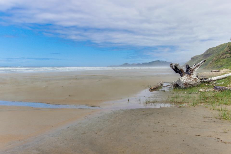 Beach Retreat - Newport Vacation Rental - Photo 31