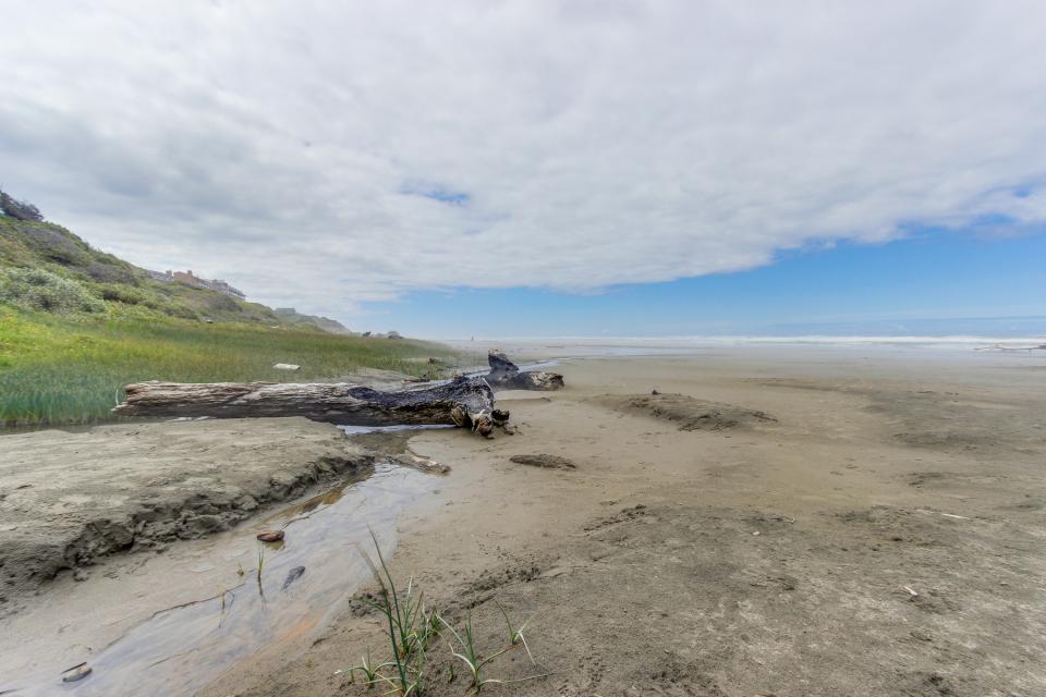 Beach Retreat - Newport Vacation Rental - Photo 32