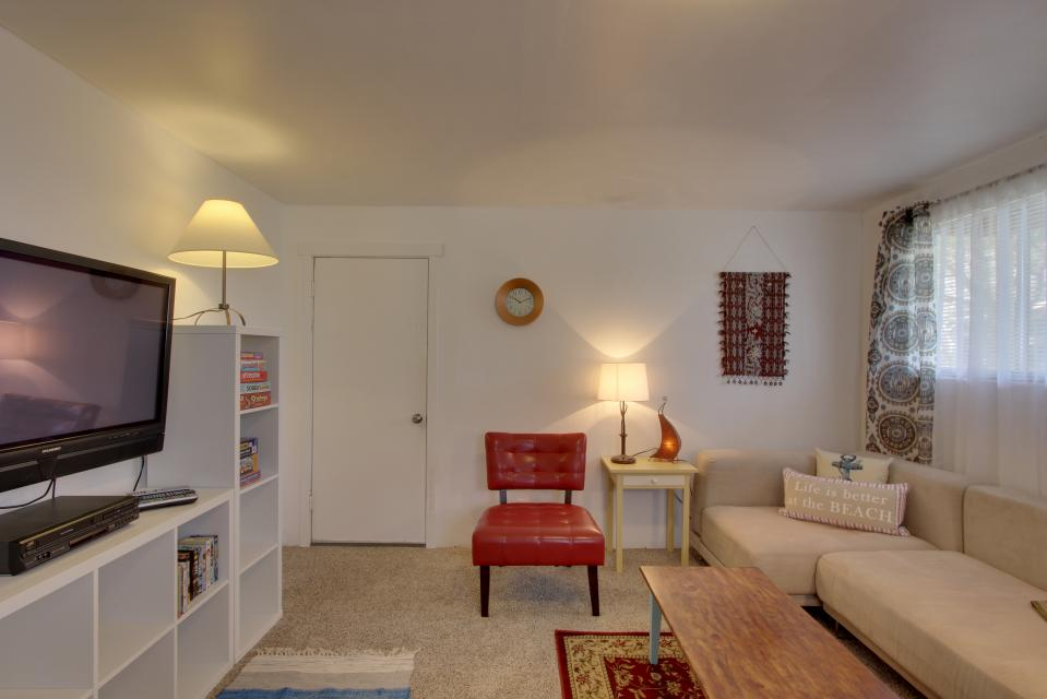 Elli's Haus - Rockaway Beach Vacation Rental - Photo 24