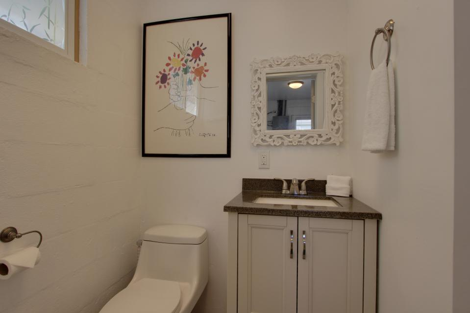 Elli's Haus - Rockaway Beach Vacation Rental - Photo 26