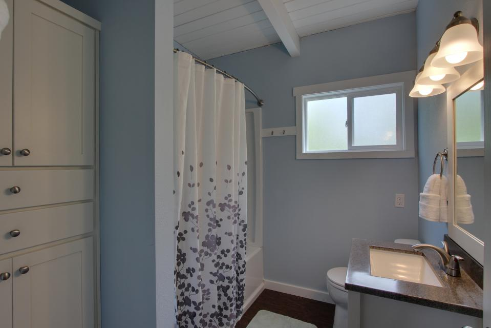 Elli's Haus - Rockaway Beach Vacation Rental - Photo 15
