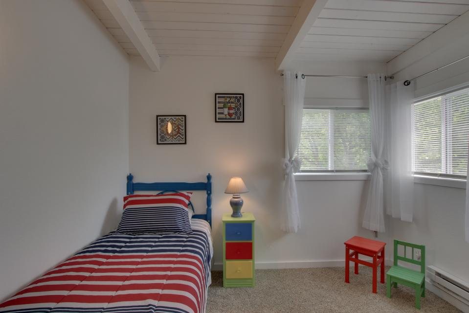 Elli's Haus - Rockaway Beach Vacation Rental - Photo 21
