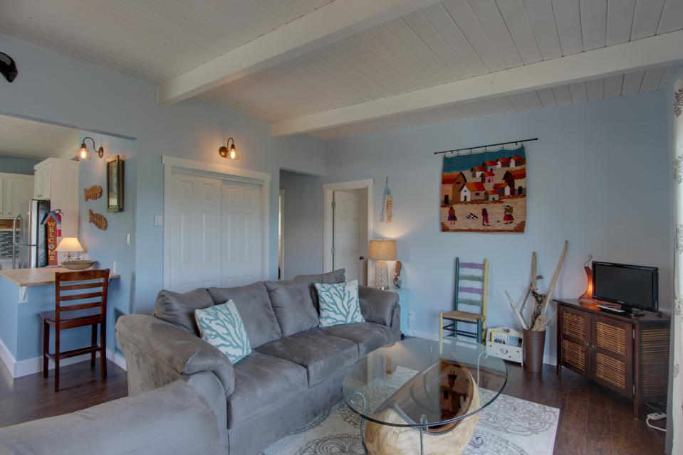 Elli's Haus - Rockaway Beach Vacation Rental - Photo 2