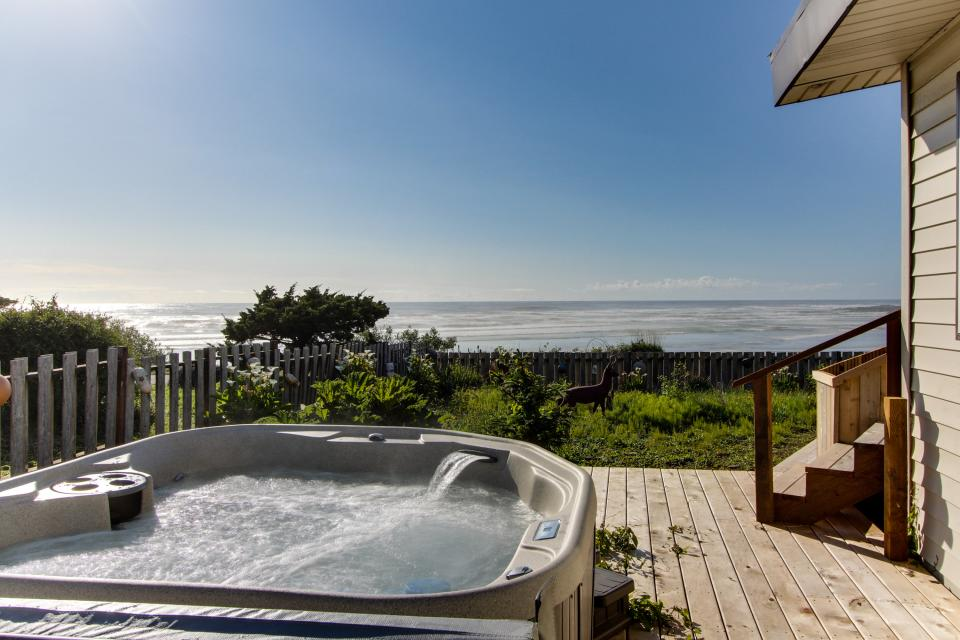 Patty's Sea Perch Oceanfront - Yachats Vacation Rental - Photo 2