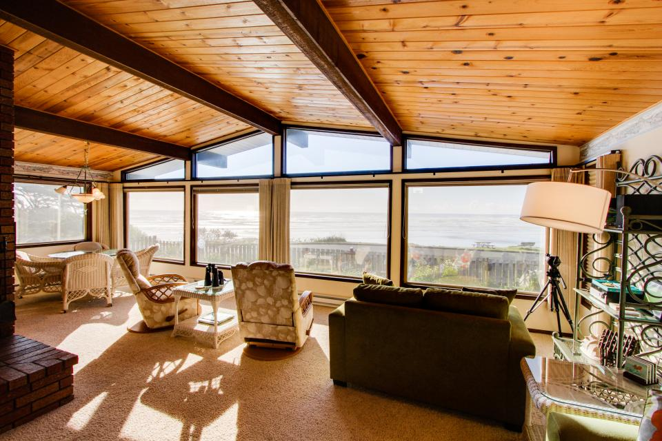 Patty's Sea Perch Oceanfront - Yachats Vacation Rental - Photo 8