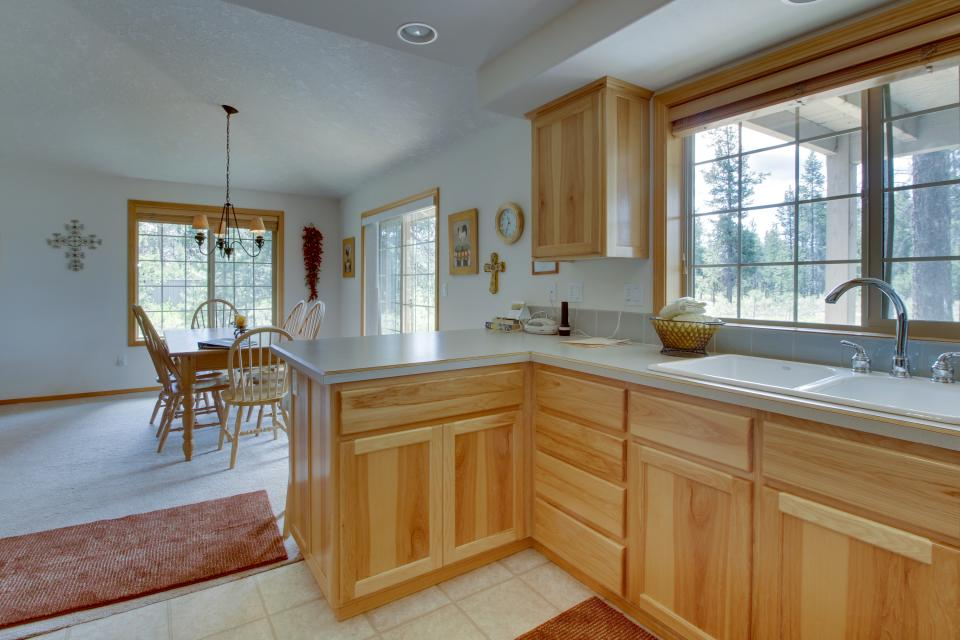Mt Rainier Lane 07 | Discover Sunriver - Sunriver Vacation Rental - Photo 10
