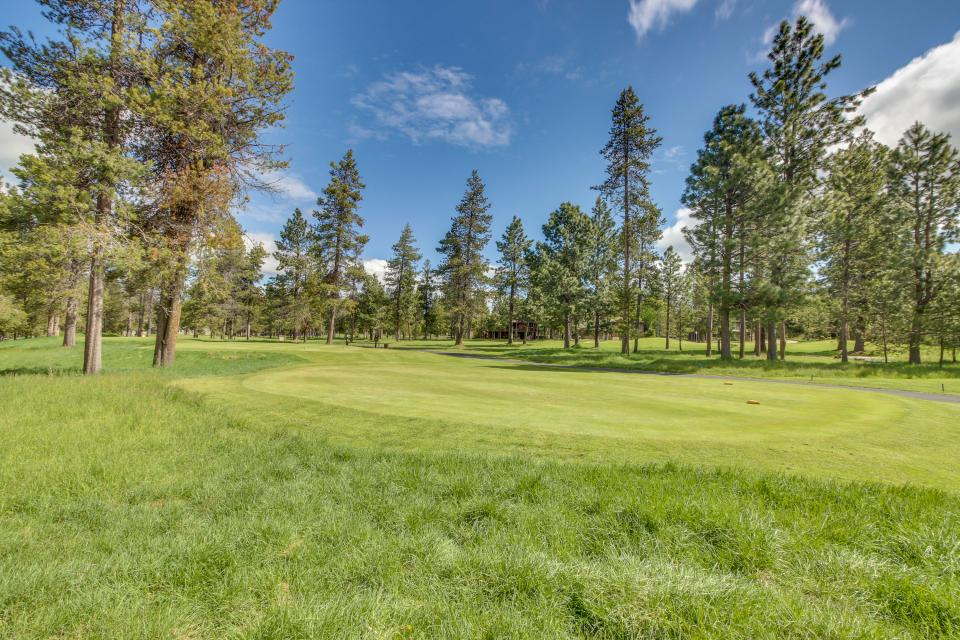 Five Iron Lane 05 | Discover Sunriver - Sunriver Vacation Rental - Photo 2