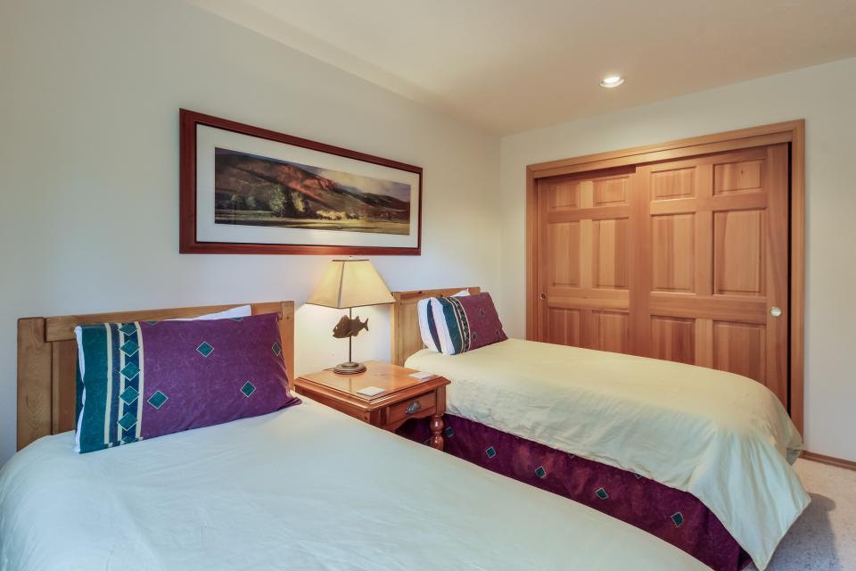 Cypress Lane 06 | Discover Sunriver - Sunriver Vacation Rental - Photo 18