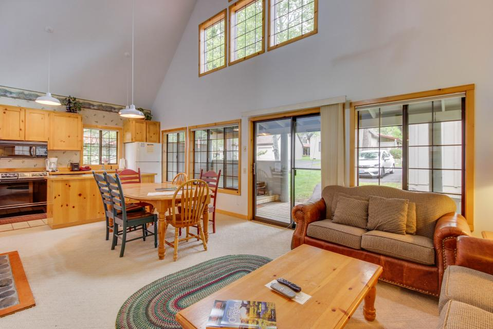 Circle 4 Ranch 25 | Discover Sunriver - Sunriver Vacation Rental - Photo 3