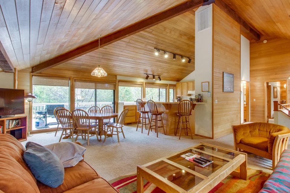 Hickory Lane 20 | Discover Sunriver - Sunriver Vacation Rental - Photo 2