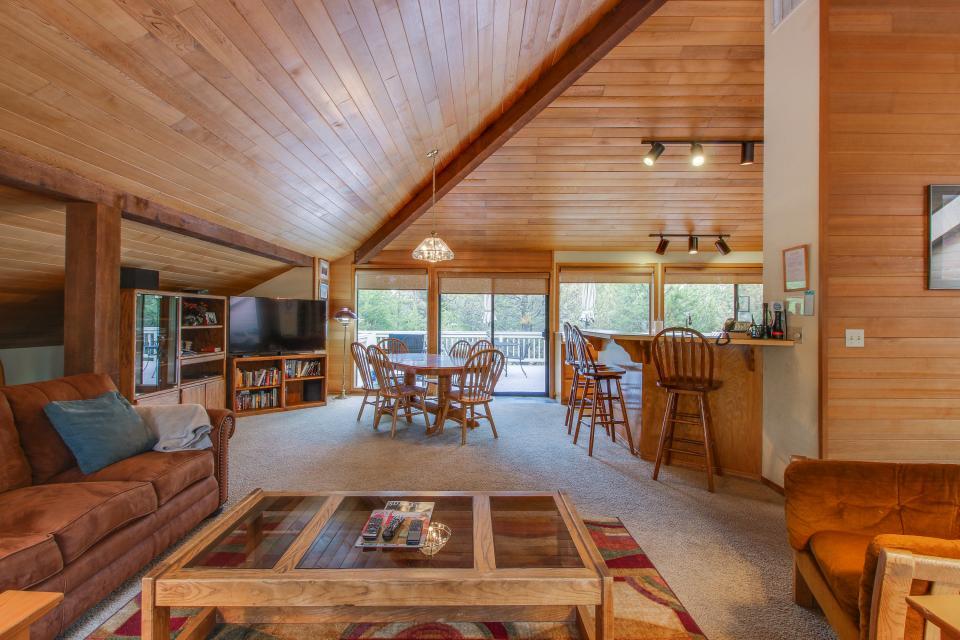 Hickory Lane 20 | Discover Sunriver - Sunriver Vacation Rental - Photo 32