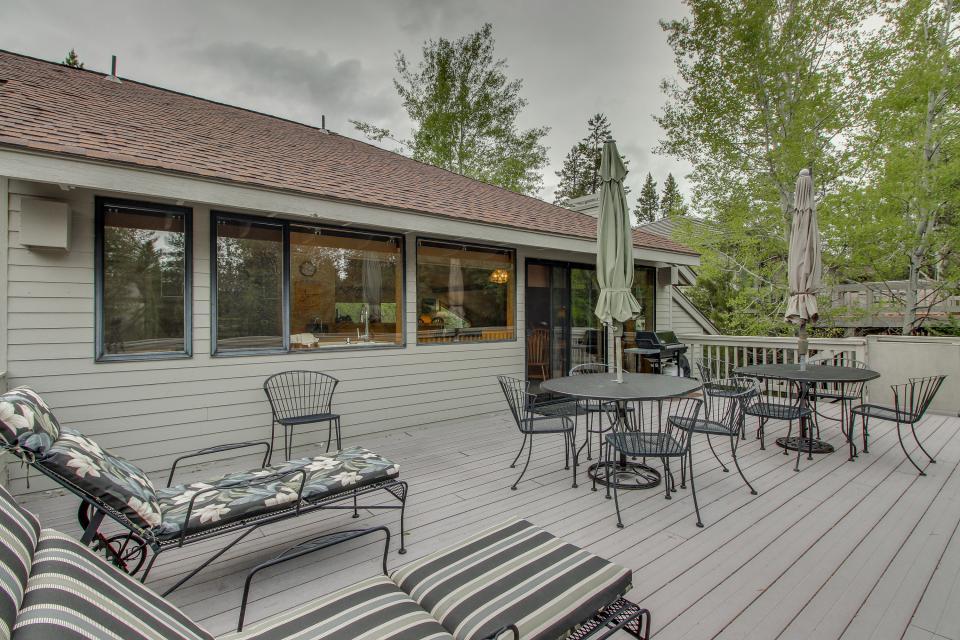 Hickory Lane 20 | Discover Sunriver - Sunriver Vacation Rental - Photo 4