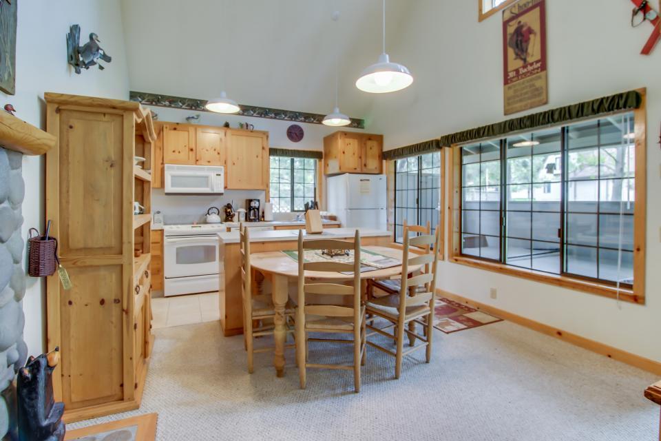 Circle 4 Ranch 31 | Discover Sunriver - Sunriver Vacation Rental - Photo 8