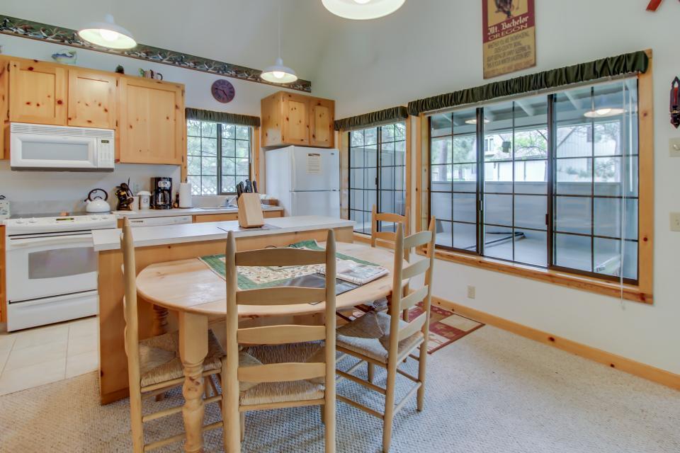 Circle 4 Ranch 31 | Discover Sunriver - Sunriver Vacation Rental - Photo 9