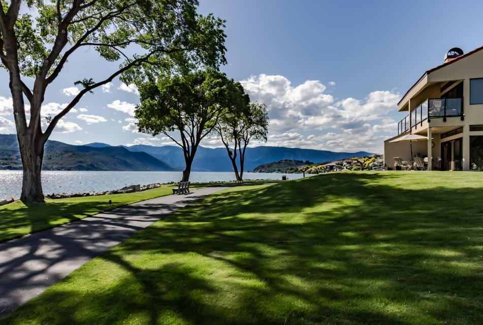 Lake Chelan Shores: Waterside Wanderer (#19-1) - Chelan Vacation Rental