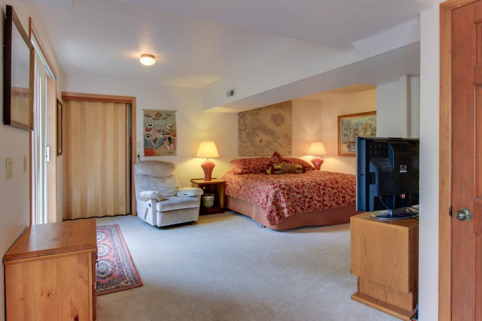 A Gathering Place - South Beach Vacation Rental - Photo 14