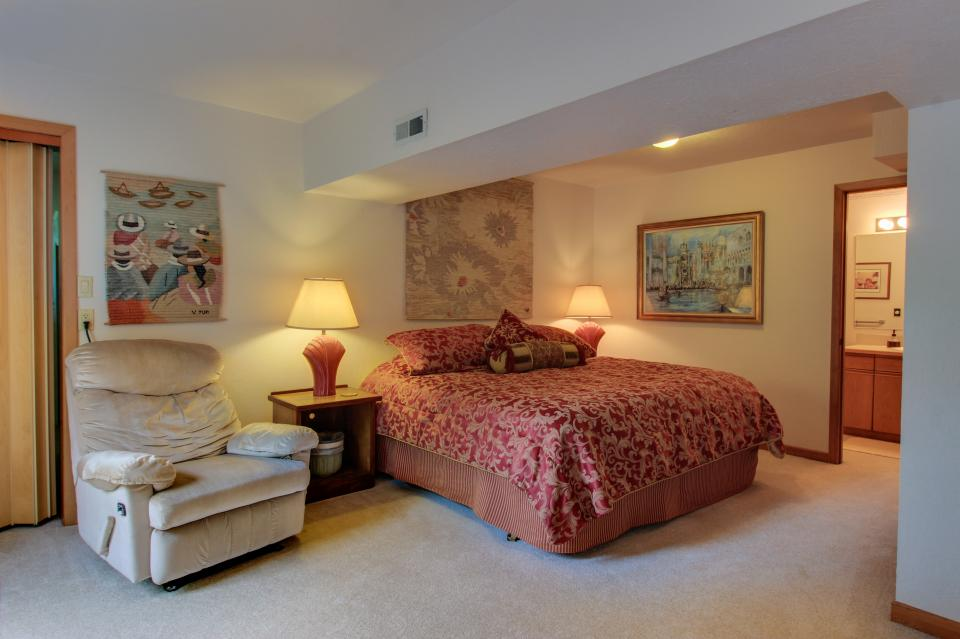 A Gathering Place - South Beach Vacation Rental - Photo 15