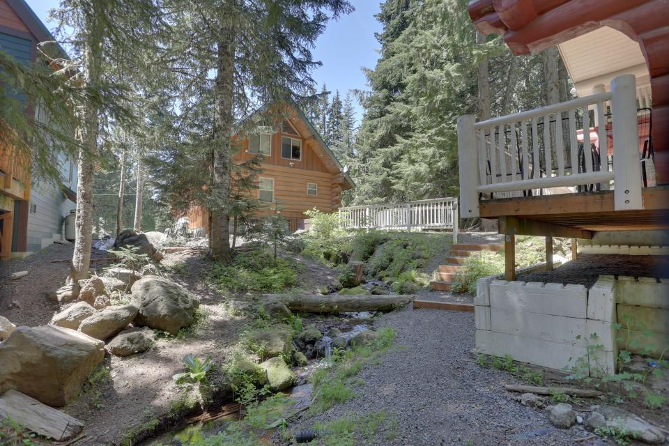 Big Bear Cabin and Little Bear Cabin - Government Camp Vacation Rental - Photo 11