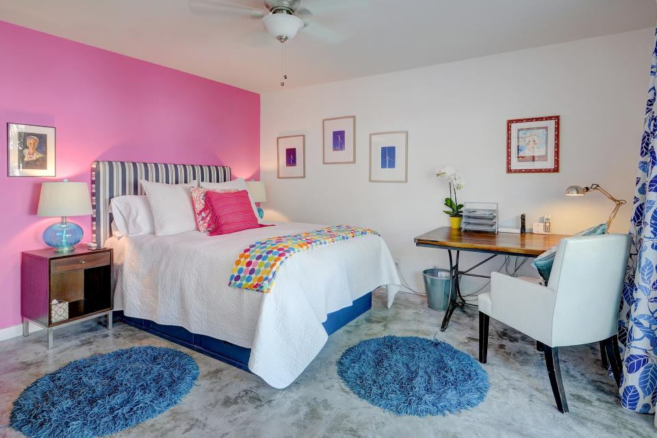 Hollywood Hideaway - Palm Springs Vacation Rental - Photo 12