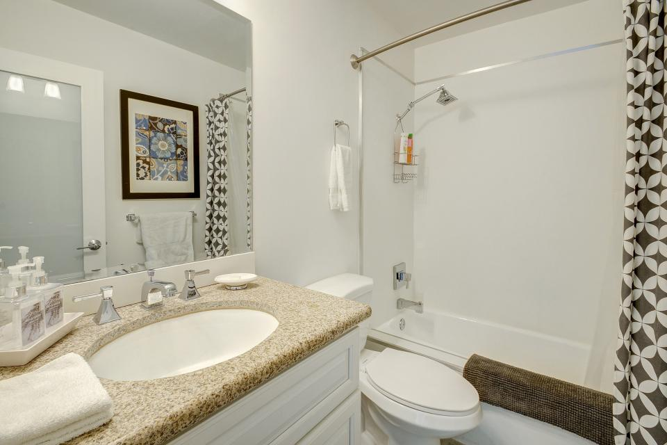 Hollywood Hideaway - Palm Springs Vacation Rental - Photo 19