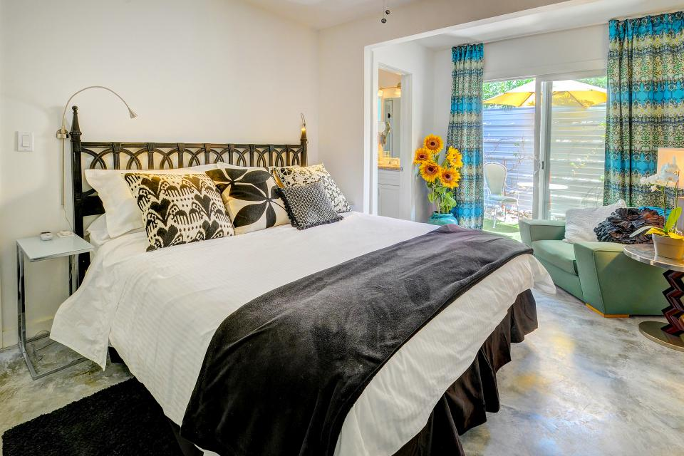 Hollywood Hideaway - Palm Springs Vacation Rental - Photo 15