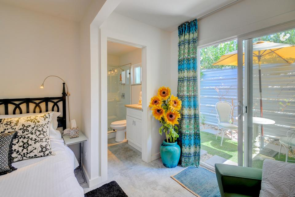 Hollywood Hideaway - Palm Springs Vacation Rental - Photo 16