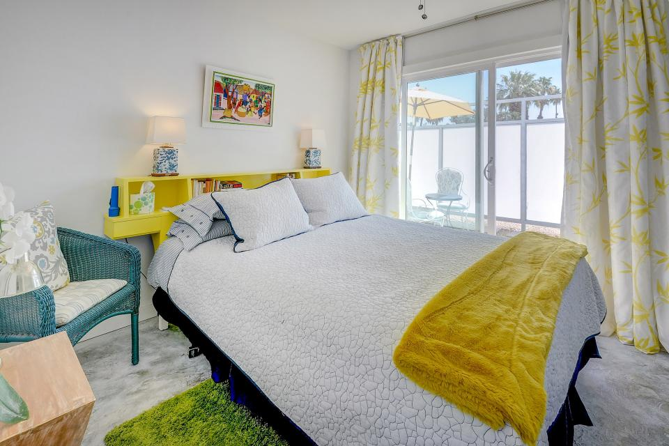 Hollywood Hideaway - Palm Springs Vacation Rental - Photo 18
