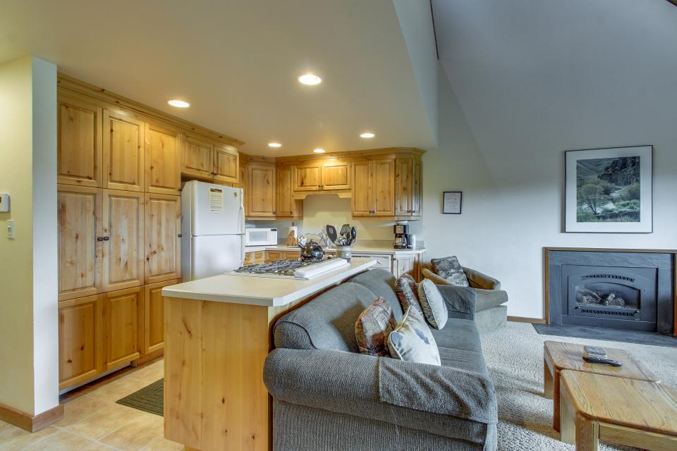 Mt View 7 | Discover Sunriver - Sunriver Vacation Rental - Photo 9
