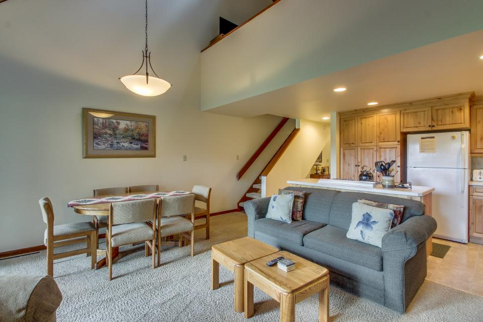 Mt View 7 | Discover Sunriver - Sunriver Vacation Rental - Photo 3