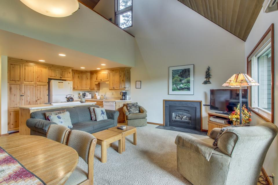 Mt View 7 | Discover Sunriver - Sunriver Vacation Rental - Photo 2