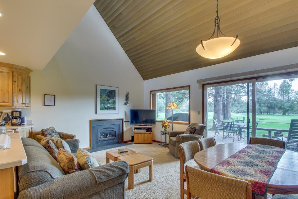 Mt View 7 | Discover Sunriver - Sunriver Vacation Rental - Photo 1