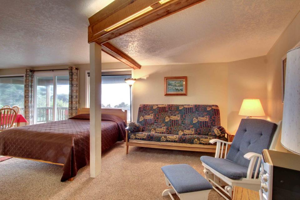 The Yaquina House - Newport Vacation Rental - Photo 20
