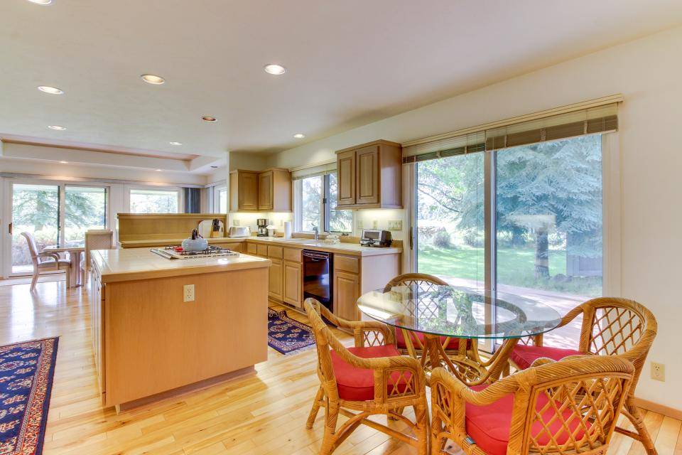 Winners Circle Lane 28 | Discover Sunriver - Sunriver - Take a Virtual Tour