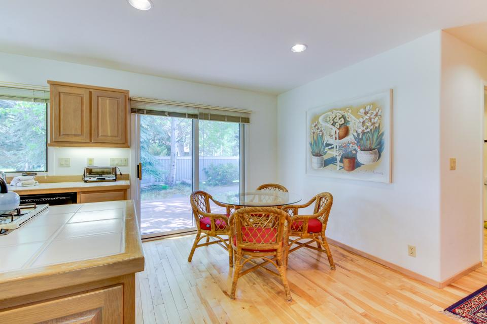 Winners Circle Lane 28 | Discover Sunriver - Sunriver Vacation Rental - Photo 46