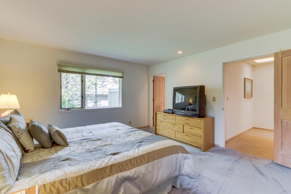Winners Circle Lane 28 | Discover Sunriver - Sunriver Vacation Rental - Photo 51