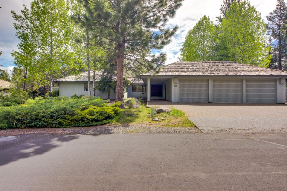 Winners Circle Lane 28 | Discover Sunriver - Sunriver Vacation Rental - Photo 2