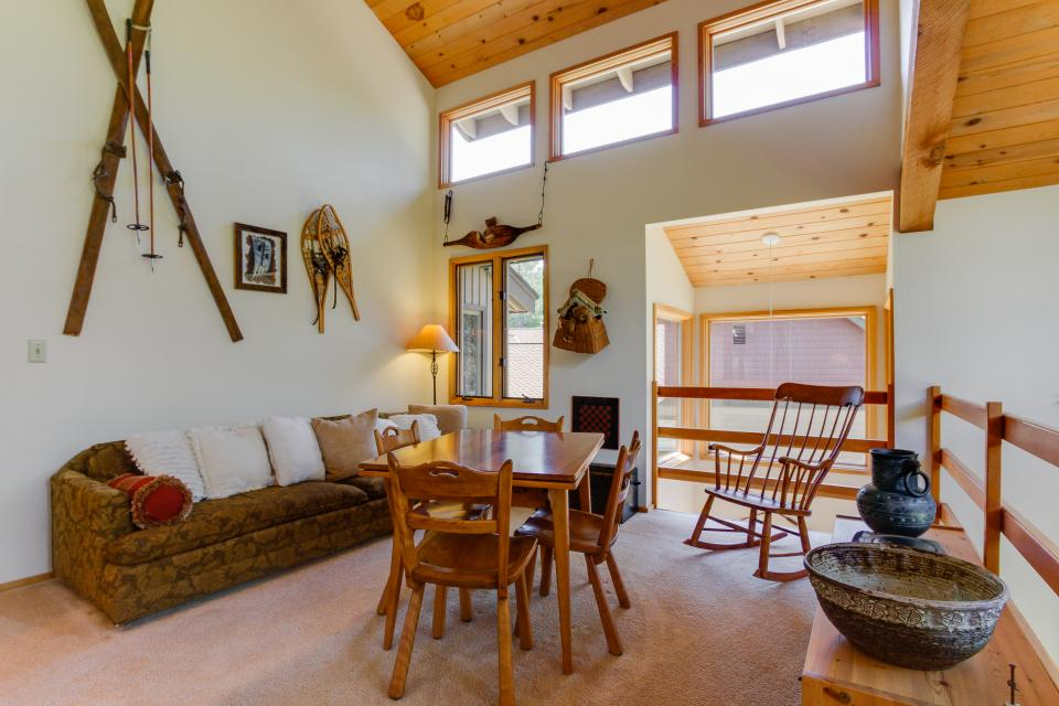 Golden Eagle Lane 17 | Discover Sunriver - Sunriver Vacation Rental - Photo 20