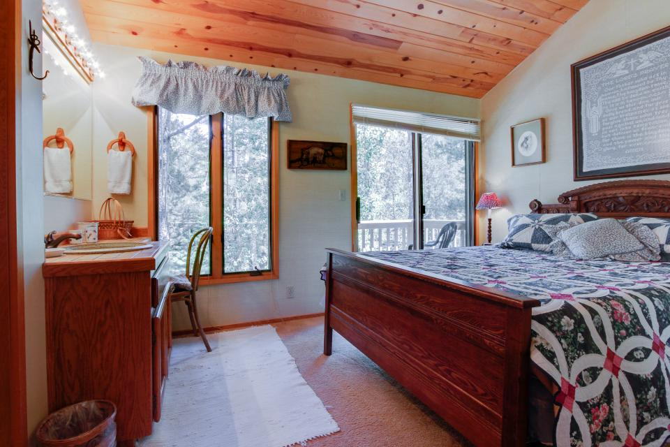 Golden Eagle Lane 17 | Discover Sunriver - Sunriver Vacation Rental - Photo 28