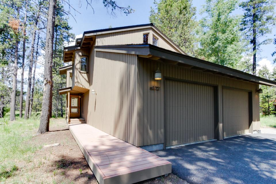 Golden Eagle Lane 17 | Discover Sunriver - Sunriver Vacation Rental - Photo 38