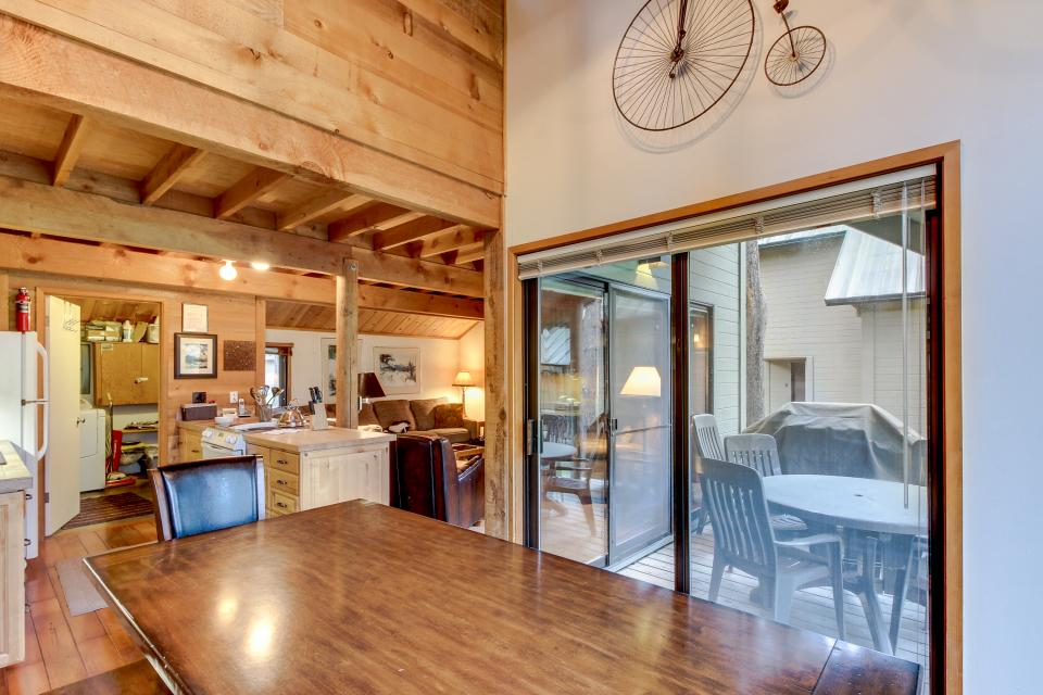 Ranch Cabin 12 | Discover Sunriver - Sunriver Vacation Rental - Photo 8